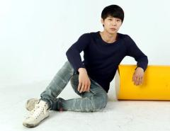 park_yoochun_sat_on_floor