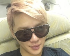 44036-jyjs-member-kim-junsu-revealed-a-picture-he-took-on-an-airplane