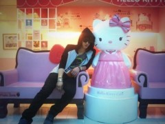 84360-kim-jaejoong-picture-with-hello-kitty