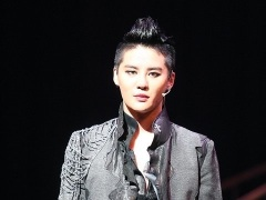 88466-jyj-junsu-hungry-for-stage