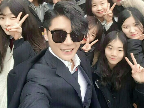 [SNS] 170117 C-JeS Instagram & JYJ Official Facebook Updates: Photos of Superstar Kim Junsu's cameo in 'Introverted Boss'