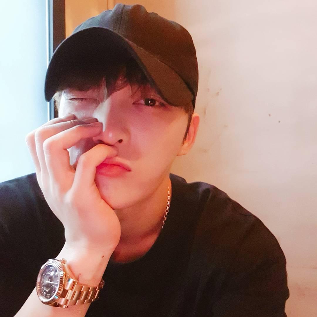 [SNS] 170726 Kim Jaejoong IG & Twitter Update: Selfie + Manhole Drama