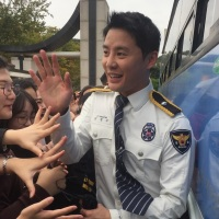 [PICS/VIDS/SNS] 171018 Gyeonggi South Police PR's Kim Junsu Performance at a Korean High School