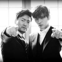 "[OTHER SNS] 171119 Actor Lee JunHyuk shares a photo with Kim Jaejoong for ""Photo People"""