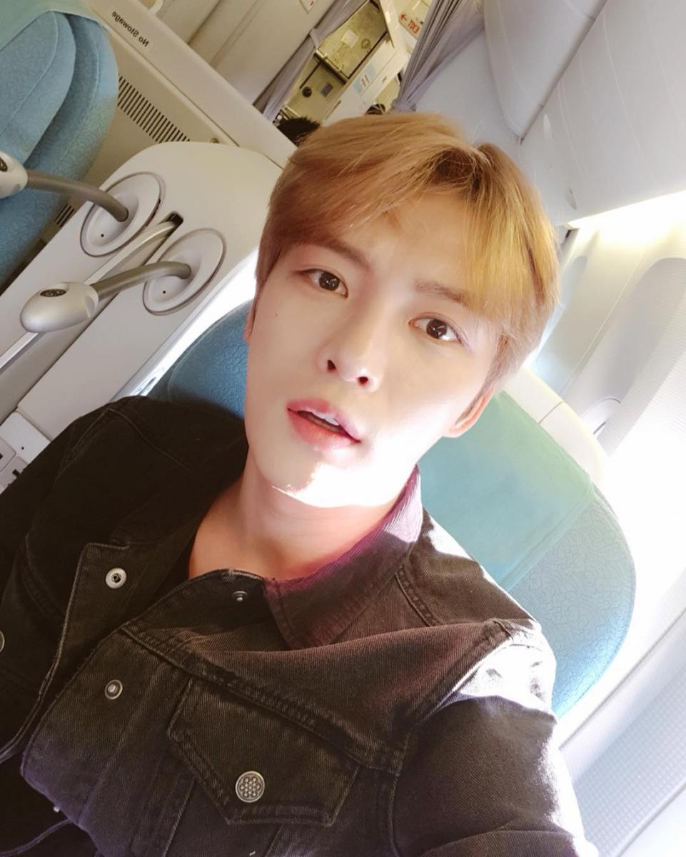 [PIC/SNS] 171208 CJeS IG & CJESJYJ Facebook: Kim Jaejoong in the plane heading to Japan